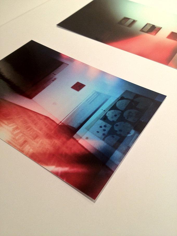 Detailansicht der angehefteten lomografischen Fotos